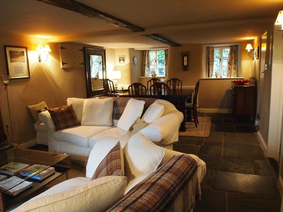 Beckside Cottage B&B: Visitors Snug and Dining Area