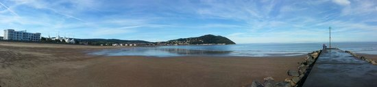 Rosanda House Holiday Flats : Panorama of Minehead seafront from the other side of the bay