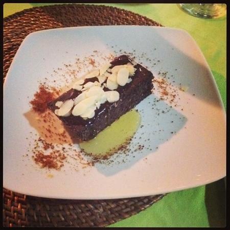 Manik Organik: raw chocolate brownie