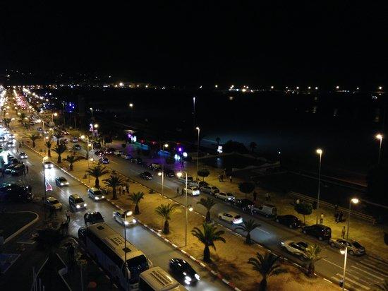 Kenzi Solazur: Tanger bei Nacht