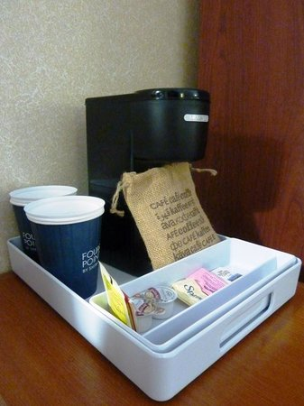 Four Points by Sheraton Boston Logan Airport Revere: コーヒーメーカー