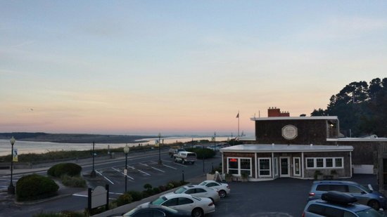 Looking Glass Inn: A view of the sunrise from our 2nd floor room.