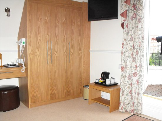 Lampeter Hotel: plenty of room for clothes