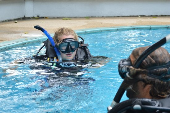 Lotus Diving: During the course in the pool