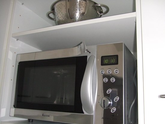 Auckland Harbour Oaks : Damaged microwave