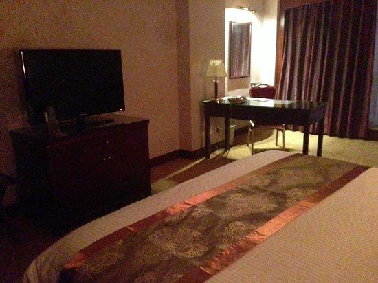 Oriental Riverside Hotel: work area