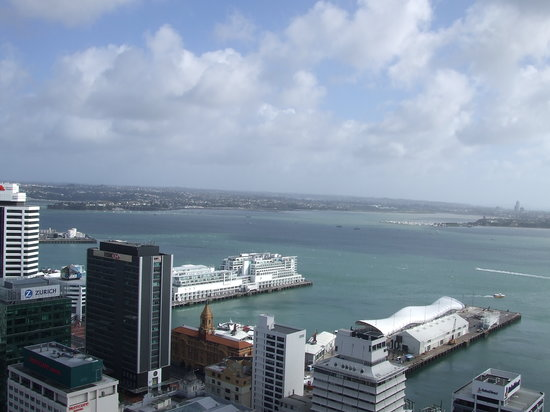 Auckland Harbour Oaks : Harbour views from noisey 24th floor