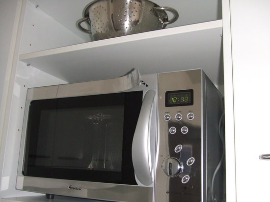 Auckland Harbour Oaks: Peeling microwave