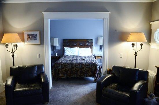 Gaslight Inn Room - Toward Bedroom Area