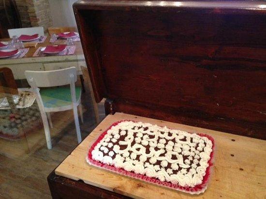 Trattoria Armoguasto: Anche le torte su prenotazione le fanno le nostre Marie