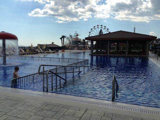 Hotel Admiral: Бассейн открытый при отеле