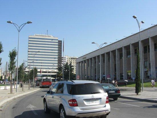 Skanderbeg-Platz: Coche sin matricula