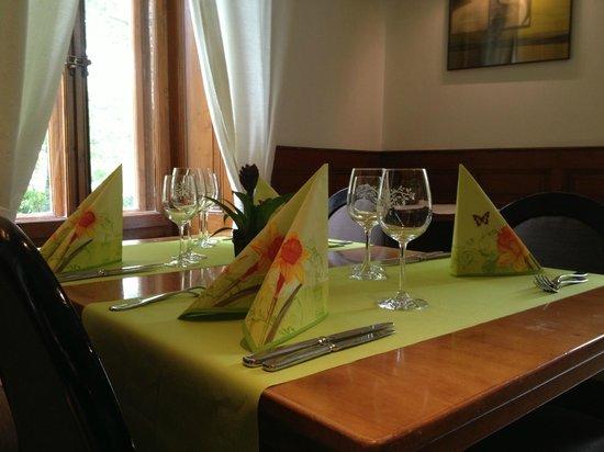 l'Hotel de l'Aigle: Une table printanière au Restaurant de l'Aigle
