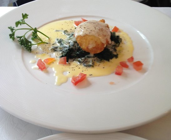 il Tartufo: Crumbed	fried	egg with spinach and Taleggio cheese sauce