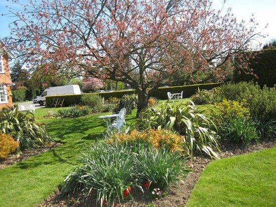 Grovefield House: Hotel grounds