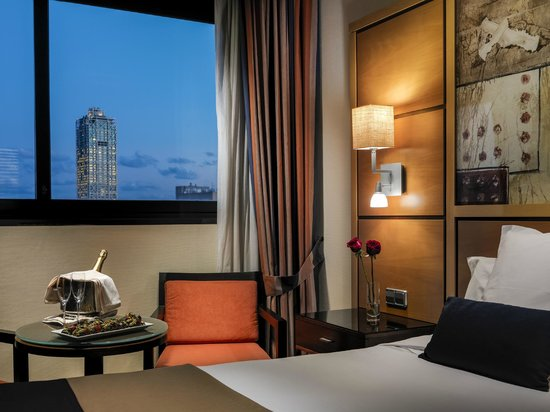 H10 Marina Barcelona Hotel: Romantic Package on the room
