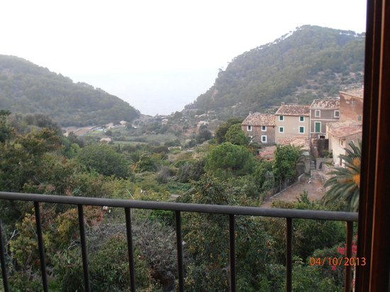 Maristel Hotel: view to bay