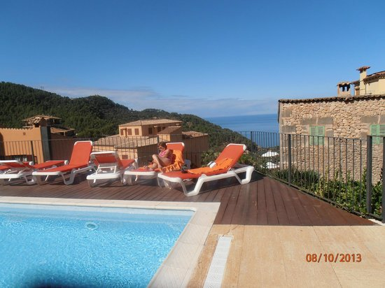 Maristel Hotel: pool area