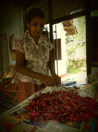 White House: The grandmother peeling the dried chillies