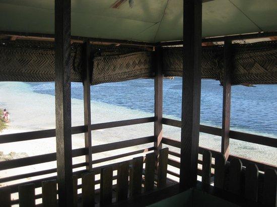 Satuiatua Beach Resort: View from inside Beach Lagoon Fale