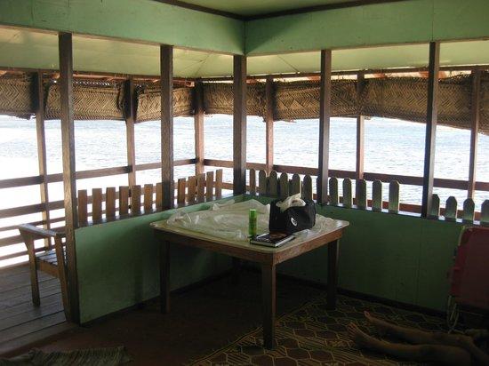 Satuiatua Beach Resort: Lagoon lounge room
