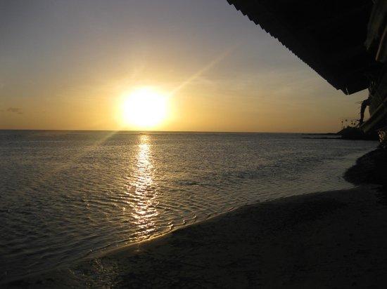 Satuiatua Beach Resort: Sunset Stunning
