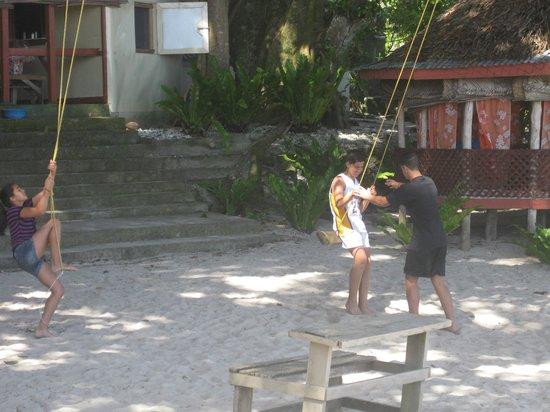 Satuiatua Beach Resort: Kids enjoy swings outside fales