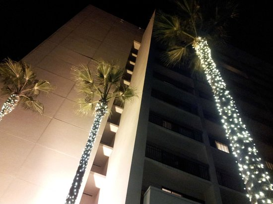 Santa Clara Marriott : Hotel at night