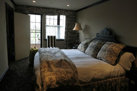 The French Quarters Guest Apartments: Big comfy bed