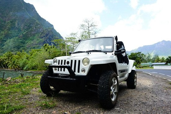 Moorea Beach Cars: Mini Jeep!