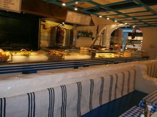 Zorbas Taverna: banco della cucina