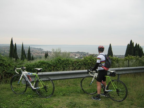 Parry Bed and Breakfast : cycling to Lake Garda