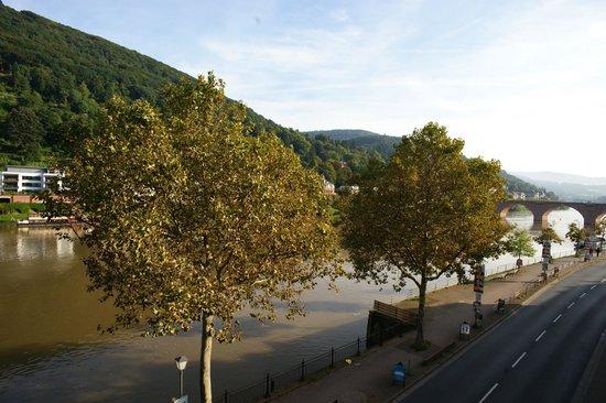 Hotel Villa Marstall: Vista dalla nostra camera sul fiume e ponte vecchio