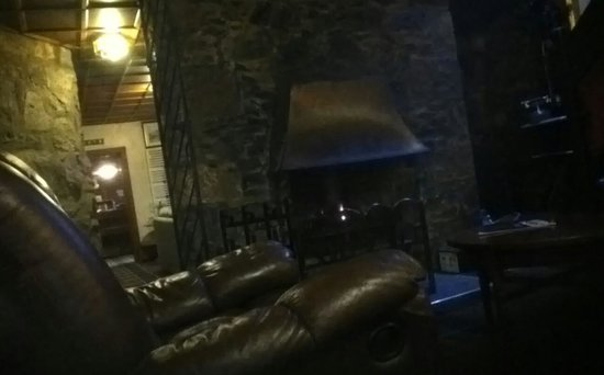 Loch Ness Lodge: log fire