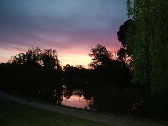 RACV Cobram Resort: Sunsets are amazing across the lake