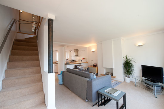 Oakfield Court Apartment Hotel: The Townhouse open plan lounge