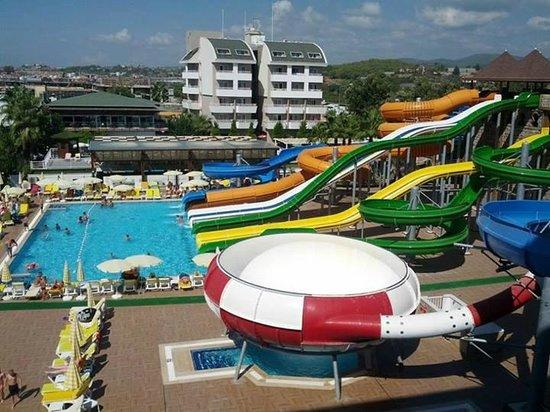 Türkler, Türkei: Swimming pool