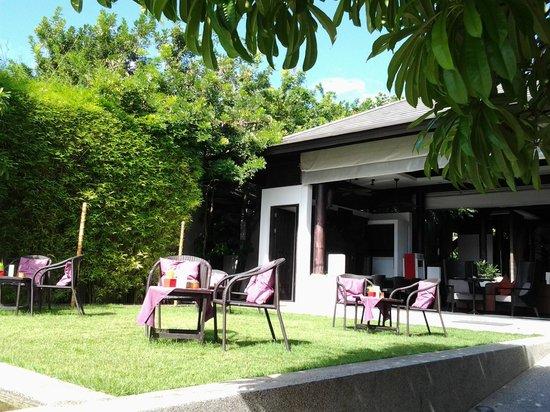 Sareeraya Villas & Suites: Outside