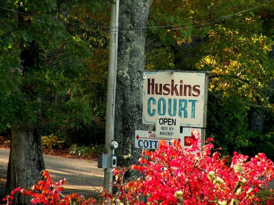 Huskins Court and Cottages: second entrance sign off 221/Linville Falls Highway