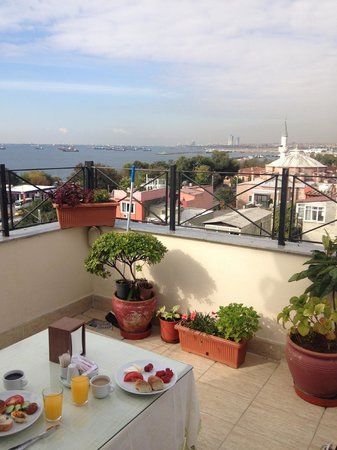 Deniz Houses Hotel: Breakfast with a view!