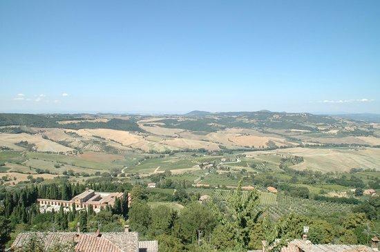 Osteria del Borgo: Panorama dalla terrazza mozzafiato!