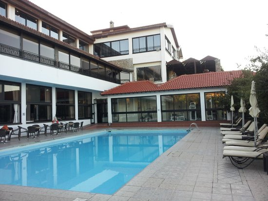 Rodon Mount Hotel and Resort: Swimming pool & dining room