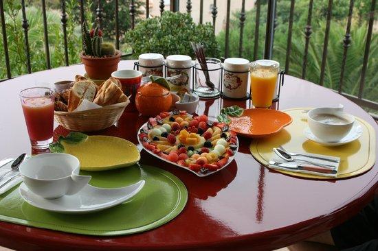 Sur La Plage Ensoleillee : Le petit déjeuner !