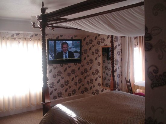 "Lyme Bay House: Four Poster Bed Room with Sea View, Bar Fridge & 42"" TV"