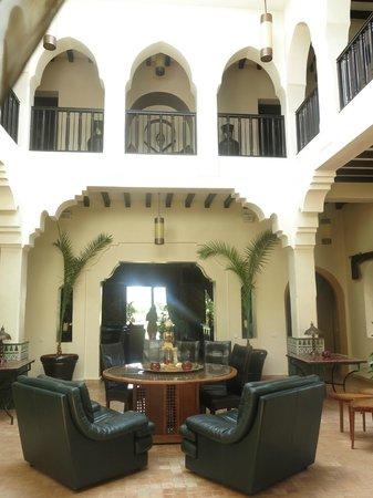 Riad Al Mendili Kasbah: Hotel central couryard