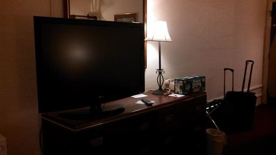 Fireside Inn & Suites, Bangor: nice TV