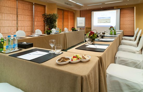 Golden Tulip Galleria Hotel: Conference room