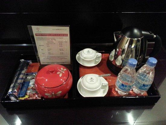 La Belle Vie Hotel: Reading table