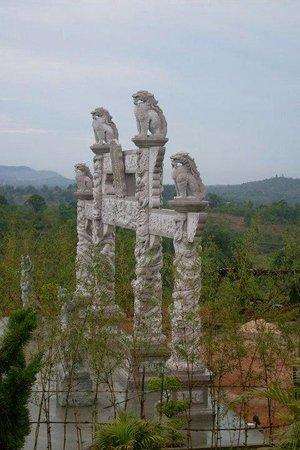Avalokitesvara Graha Temple (Guan Yin Temple): 五百尊罗汉的入口