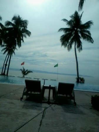 The Oriental Hotel Leyte: infinity pool